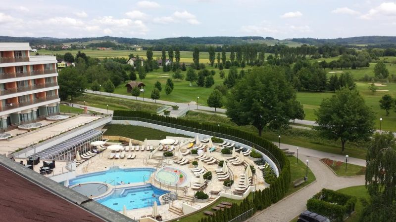 Accommodation in Terme 3000. Find the incredible sensations of Prekmurje at the Hotel Livada Prestige with local cuisine, black thermal mineral water and the sound of the club hitting the golf ball. Take a look at the current prices!