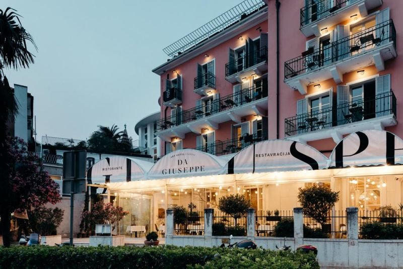 Boasting a terrace, Art Hotel Tartini is set in the heart of Piran. The hotel was completely renovated in 2018