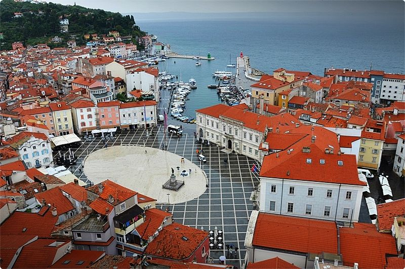 Piran not only shares the similarities of Italy in terms of architecture - but it also delivers the similarities of the food and drink.