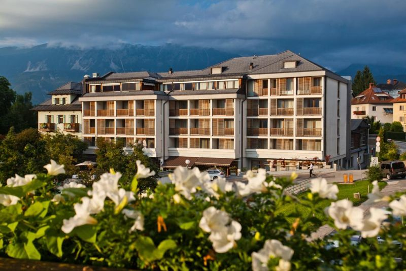 The Best Western Premier Hotel Lovec is in the heart of Bled, just a few steps from Lake Bled. It offers magnificent views of the lake and the surrounding Alps