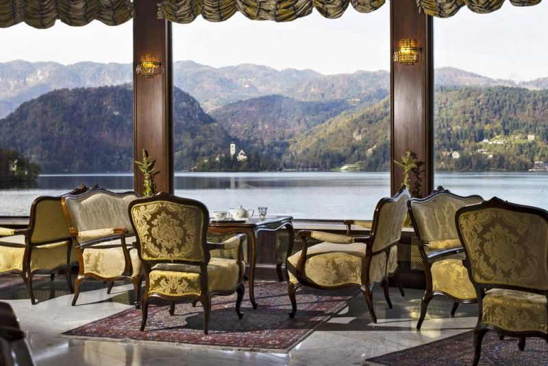 Located on the shores of Lake Bled, the elegant Grand Hotel Toplice features panoramic views of the lake and the Alps.
